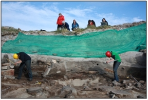 igure 37: Art students from Taigh Chearsabhagh, North Uist work with archaeologists to record the site, ©SCAPE.